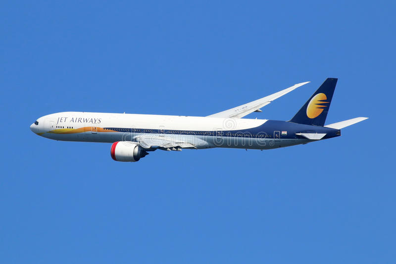 Αεριωθούμενο αεροπλάνο του Boeing 777-300 εναέριων διαδρόμων στοκ φωτογραφίες με δικαίωμα ελεύθερης χρήσης