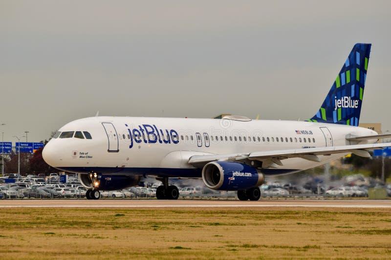 Αεριωθούμενο μπλε airbus A320 αερογραμμών που προετοιμάζεται για την απογείωση στοκ φωτογραφία με δικαίωμα ελεύθερης χρήσης