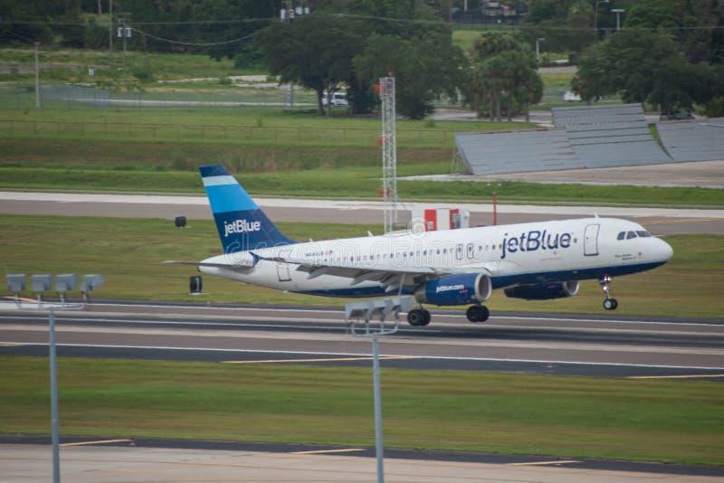 Αερογραμμές Jetblue που αναχωρούν από το διεθνή αερολιμένα 1 της Τάμπα στοκ φωτογραφίες με δικαίωμα ελεύθερης χρήσης