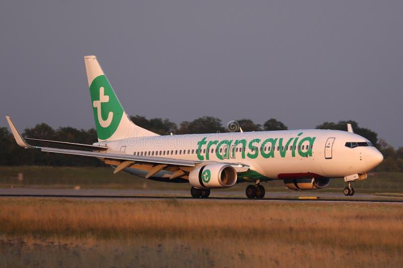 Αερογραμμές Transavia που προσγειώνονται στο διάδρομο στοκ εικόνα με δικαίωμα ελεύθερης χρήσης