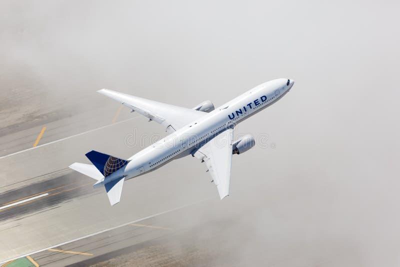 Αερογραμμή United Airlines Boeing 777-200, αερογραμμή του αεροδρομίου του Λος Άντζελες στοκ φωτογραφίες