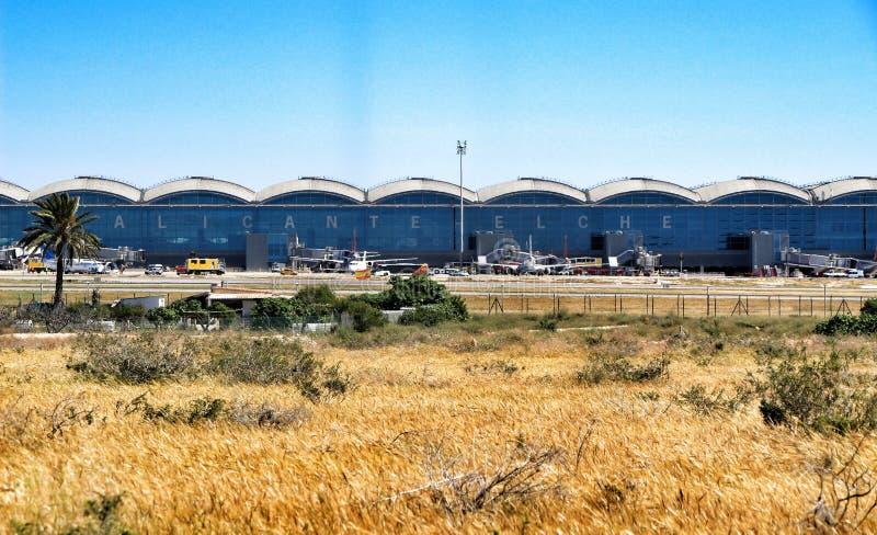 Αερολιμένας της Αλικάντε EL Altet σε μια ηλιόλουστη ημέρα της άνοιξης στοκ φωτογραφία με δικαίωμα ελεύθερης χρήσης