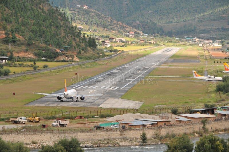 Αερολιμένας Paro από το δρόμο στοκ εικόνα με δικαίωμα ελεύθερης χρήσης