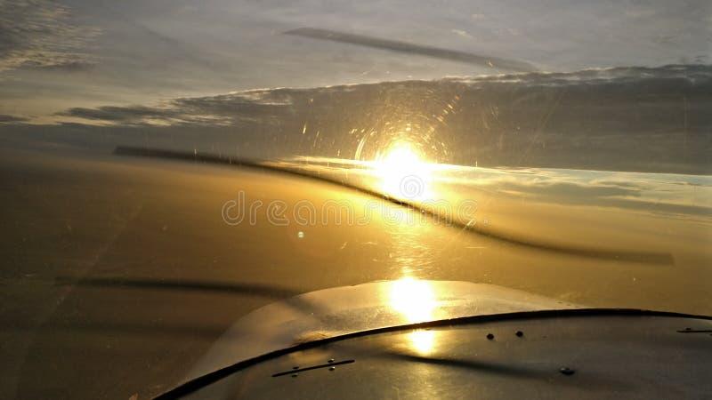 Αεροπλάνο Γαλλία ηλιοβασιλέματος στοκ εικόνες