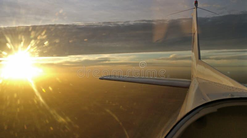 Αεροπλάνο Γαλλία ηλιοβασιλέματος στοκ φωτογραφία με δικαίωμα ελεύθερης χρήσης
