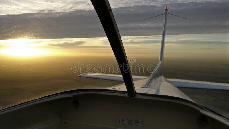 Αεροπλάνο Γαλλία ηλιοβασιλέματος στοκ φωτογραφία
