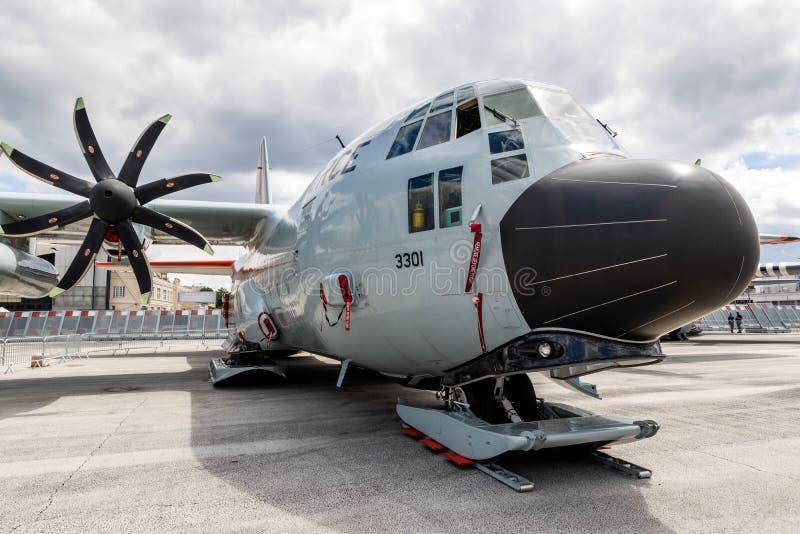 Αεροπλάνο μεταφοράς LC-130H της Πολεμικής Αεροπορίας των ΗΠΑ με χιονοδρομικό εξοπλισμό στοκ φωτογραφία με δικαίωμα ελεύθερης χρήσης