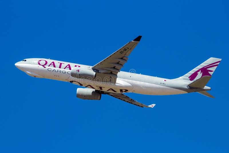 Αεροπλάνο μεταφορών airbus A330 φορτίου εναέριων διαδρόμων του Κατάρ στοκ εικόνες