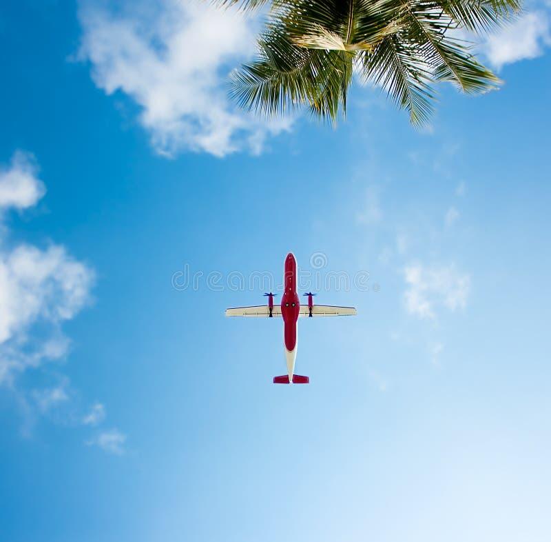 Αεροπλάνο που πηγαίνει στην παραλία στοκ φωτογραφίες με δικαίωμα ελεύθερης χρήσης