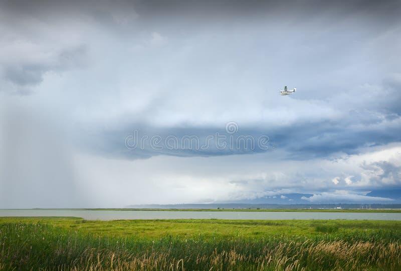 Αεροπλάνο στο θυελλώδη καιρό στοκ φωτογραφίες