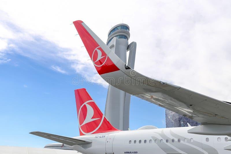 Αεροπλάνο της Turkish Airlines στο νέο αερολιμένα της Ιστανμπούλ στοκ εικόνες