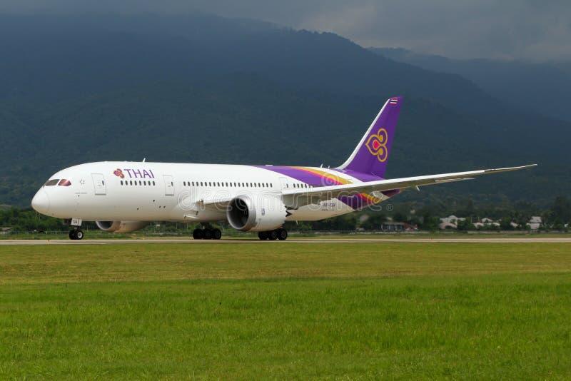 Αεροπλάνο των ταϊλανδικών εναέριων διαδρόμων το διεθνές Boeing 787-800 Dreamliner στοκ εικόνες