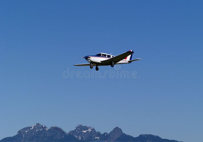Download αεροπλάνο στοκ εικόνα. εικόνα από βουνά, βακκινίων, διάδρομος - 113637