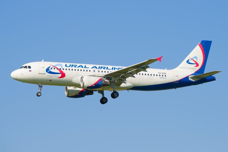 Αεροπλάνο vq-BQN airbus A320 των αερογραμμών Ural στοκ εικόνες