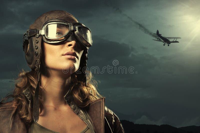 Αεροπόρος γυναικών: πρότυπο πορτρέτο μόδας στοκ φωτογραφία