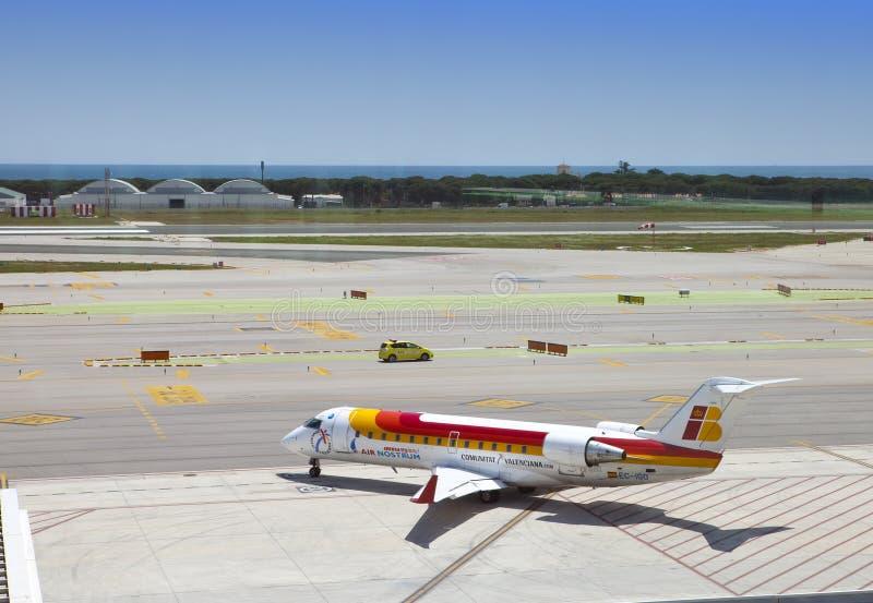 Αεροπλάνα στον αερολιμένα της Βαρκελώνης στις 11 Μαΐου 2010 μέσα στη Βαρκελώνη, Ισπανία στοκ εικόνα