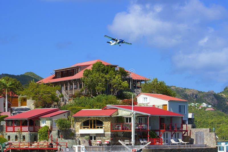 Αεροπλάνο και ξενοδοχείο βράχου Ίντεν στο ST Barths, καραϊβικό στοκ εικόνα