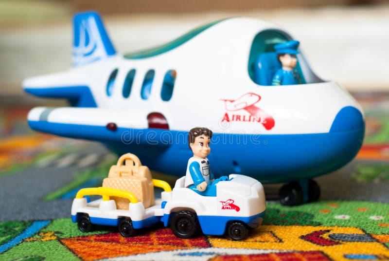 Αεροπλάνο και φορτηγό παιχνιδιών στοκ εικόνες με δικαίωμα ελεύθερης χρήσης