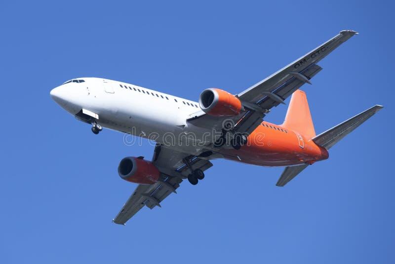 Αεροπλάνο που προσγειώνεται στη Βρέμη στοκ φωτογραφίες