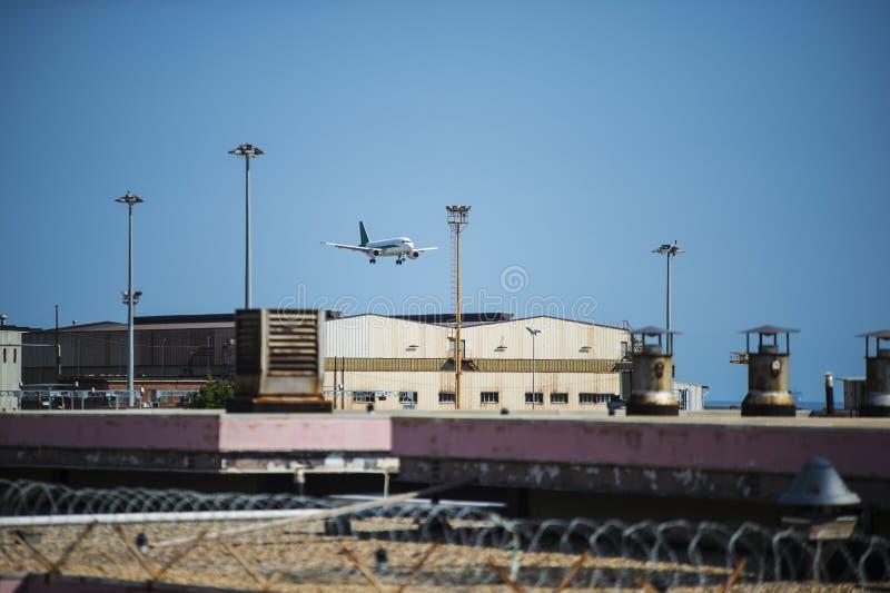 Αεροπλάνο στην προσγείωση στοκ φωτογραφίες με δικαίωμα ελεύθερης χρήσης
