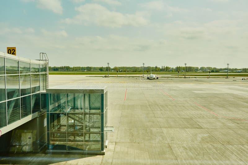 Αεροπλάνο στην τελική πύλη έτοιμη για την απογείωση στοκ φωτογραφίες με δικαίωμα ελεύθερης χρήσης