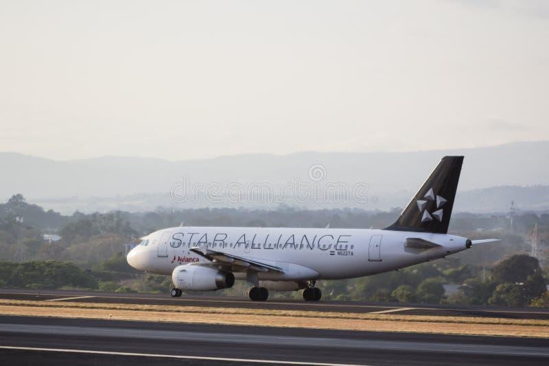 Αεροπλάνο στο διάδρομο στοκ φωτογραφία με δικαίωμα ελεύθερης χρήσης