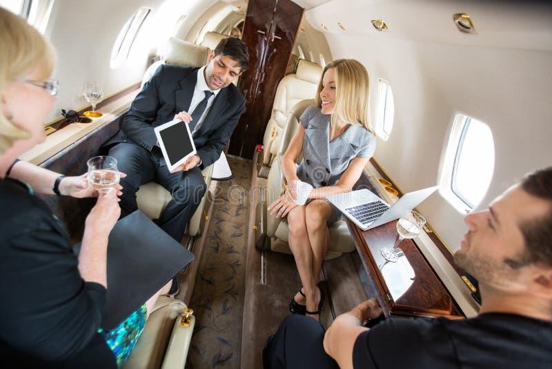 Αεροπλάνο συνεδρίασης των συνέταιρων ιδιωτικά στοκ εικόνα με δικαίωμα ελεύθερης χρήσης