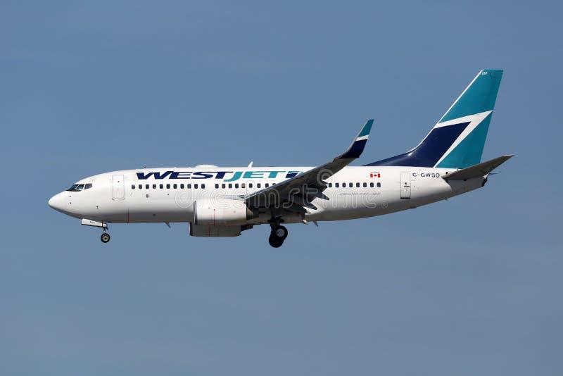 Αεροπλάνο του Boeing 737-700 αερογραμμών Westjet στοκ φωτογραφία με δικαίωμα ελεύθερης χρήσης