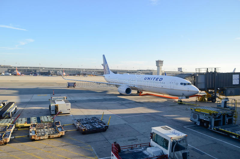 Αεροπλάνο των United Airlines στον αερολιμένα του Newark στοκ εικόνες