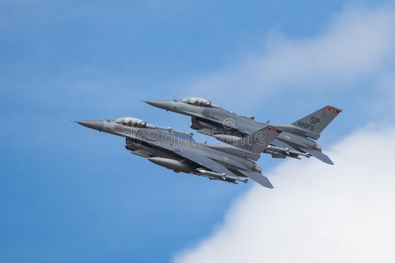 16 αεροσκάφη αέρα ανέπτυξαν τη δύναμη πάλης μαχητών γερακιών δυναμικής φ που γενικός αεριωθούμενος πολλαπλών ρόλων δηλώνει αρχικά στοκ εικόνες