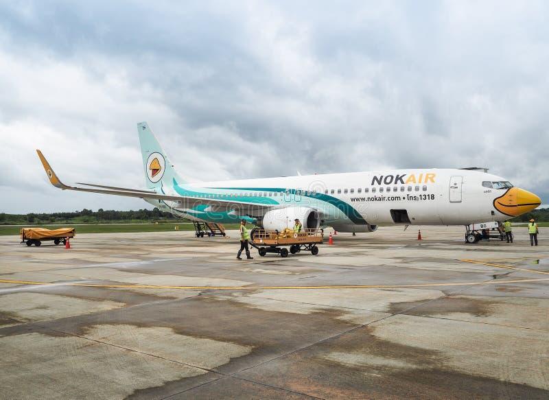Αεροσκάφη των αερογραμμών NOK που περιμένουν τους επιβάτες στοκ φωτογραφία