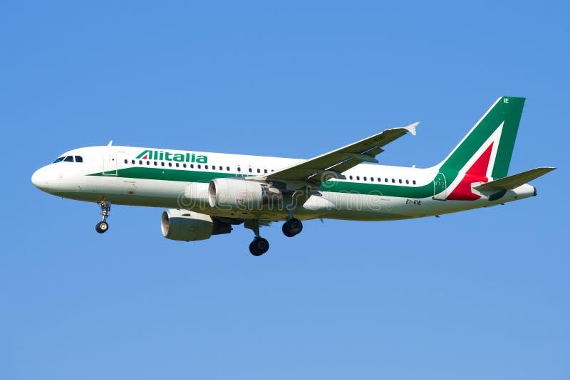 Αεροσκάφη EI-EIE airbus A320 των αερογραμμών Alitalia στοκ εικόνες