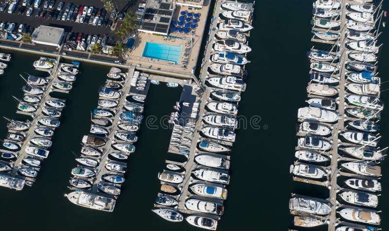 Αεροφωτογραφία γιοτ και σκαφών στη Μαρίνα ντελ Ρέι της Καλιφόρνια στοκ φωτογραφία