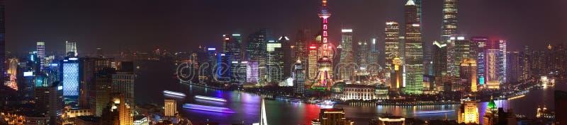 Αεροφωτογραφία στον ορίζοντα φραγμάτων της Σαγκάη του Sc νύχτας πανοράματος στοκ εικόνες