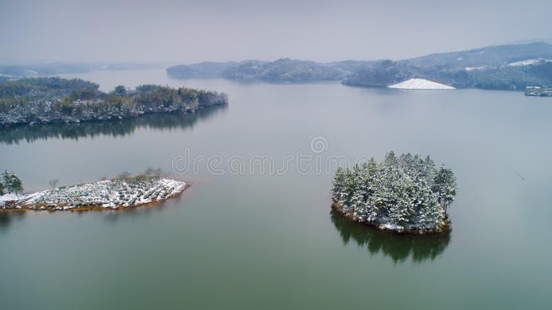 Αεροφωτογραφία της λίμνης Tianzi μετά από το χιόνι στη κομητεία Langxi, πόλη Xuancheng, επαρχία Anhui, Κίνα στοκ εικόνες με δικαίωμα ελεύθερης χρήσης