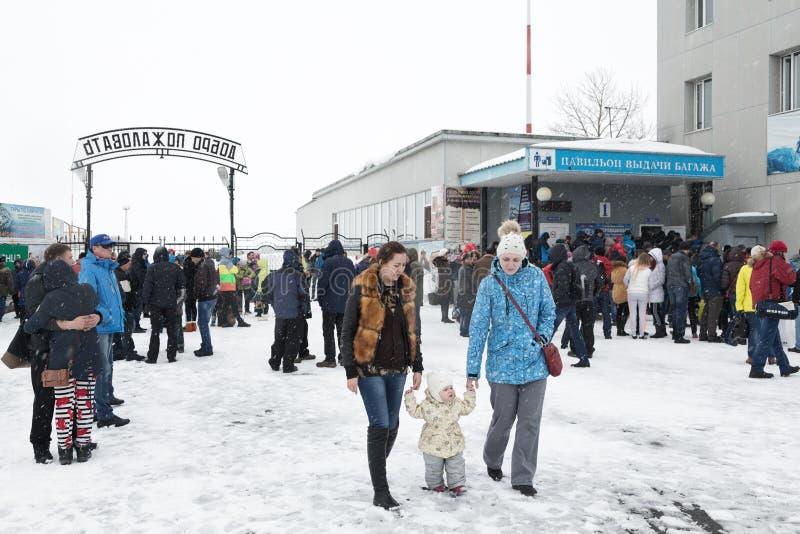 Αερολιμένας Πετροπαβλόσκ-Kamchatsky, έξοδος ζώνης των επιβατών από την πλατφόρμα και την περιοχή αξίωσης αποσκευών αερολιμένων στοκ φωτογραφία με δικαίωμα ελεύθερης χρήσης