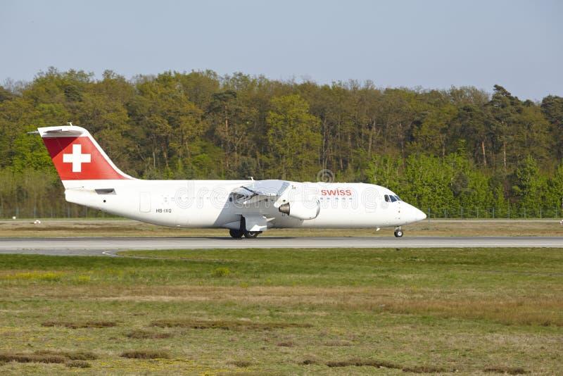Αερολιμένας της Φρανκφούρτης - Avro RJ100 των ελβετικών διεθνών γραμμών αέρα απογειώνεται στοκ φωτογραφία με δικαίωμα ελεύθερης χρήσης