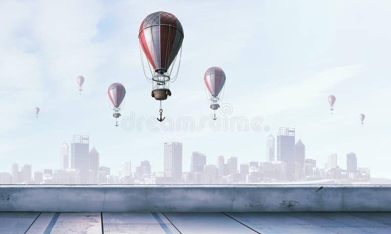 Αερόστατα που πετούν πέρα από τον ουρανό Μικτά μέσα στοκ φωτογραφίες με δικαίωμα ελεύθερης χρήσης