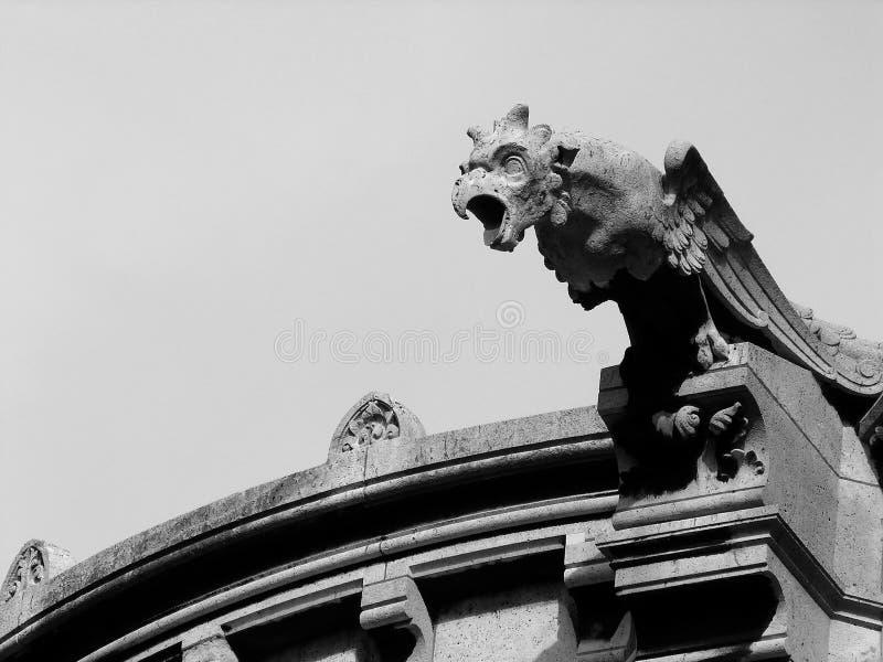 αετός gargoyle Παρίσι coeur καθεδρικών ναών sacre στοκ εικόνες