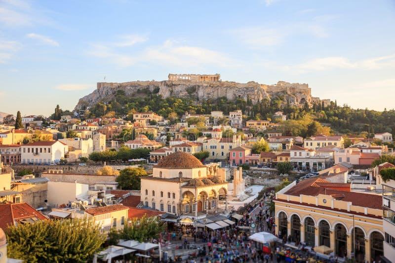 Αθήνα, Ελλάδα Βράχος ακρόπολη και πλατεία Monastiraki στοκ φωτογραφία με δικαίωμα ελεύθερης χρήσης