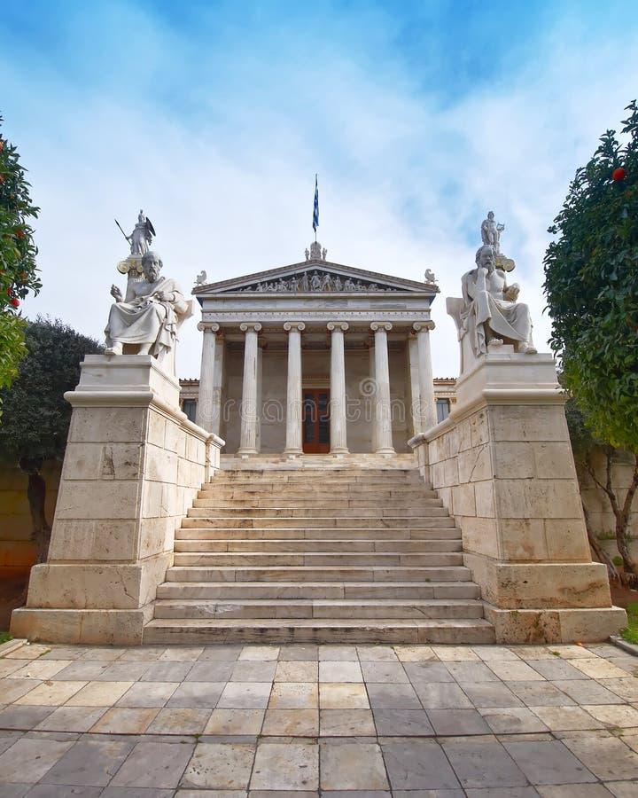 Αθήνα Ελλάδα, η εθνική ακαδημία, με τα αγάλματα απόλλωνα, Αθηνάς, Πλάτωνα και του Σωκράτη στοκ εικόνα
