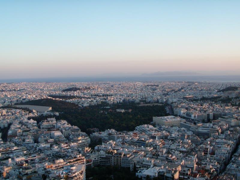 Αθήνα, Ελλάδα άνωθεν κατά τη διάρκεια του ηλιοβασιλέματος στοκ εικόνα με δικαίωμα ελεύθερης χρήσης
