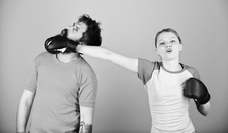 Αθλητισμός για τον καθέναν Ερασιτεχνική εγκιβωτίζοντας λέσχη Ίσες δυνατότητες Δύναμη και δύναμη Οικογενειακή βία Άνδρας και γυναί στοκ εικόνα