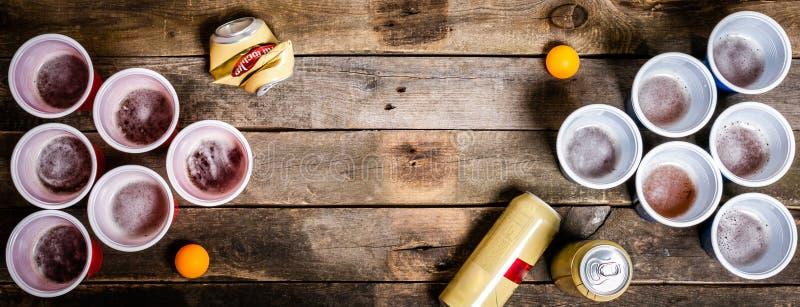 Αθλητισμός κομμάτων κολλεγίου - επιτραπέζια ρύθμιση μπύρας pong στοκ εικόνα με δικαίωμα ελεύθερης χρήσης