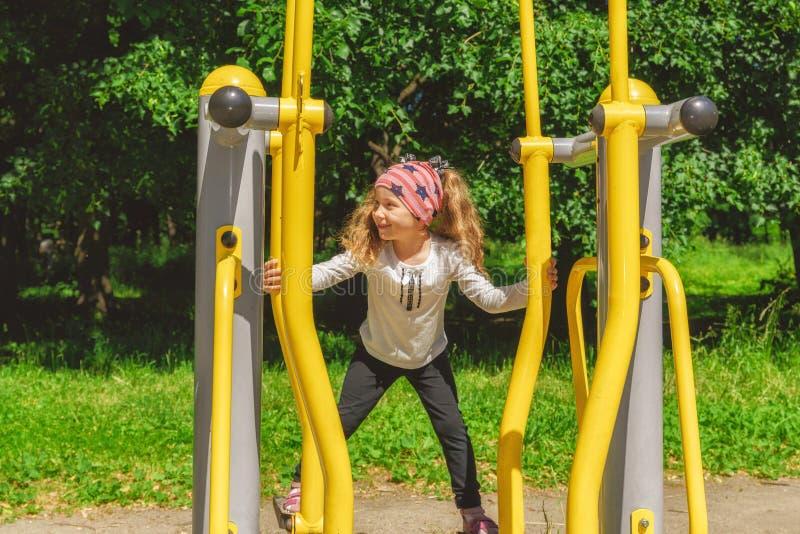 Αθλητισμός παιδιού workout και ανταγωνισμός, ενεργός αθλητισμός στοκ εικόνες