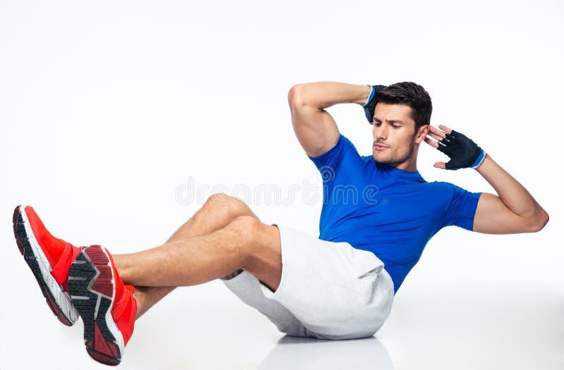 Αθλητής που κάνει τις κοιλιακές ασκήσεις στοκ εικόνες
