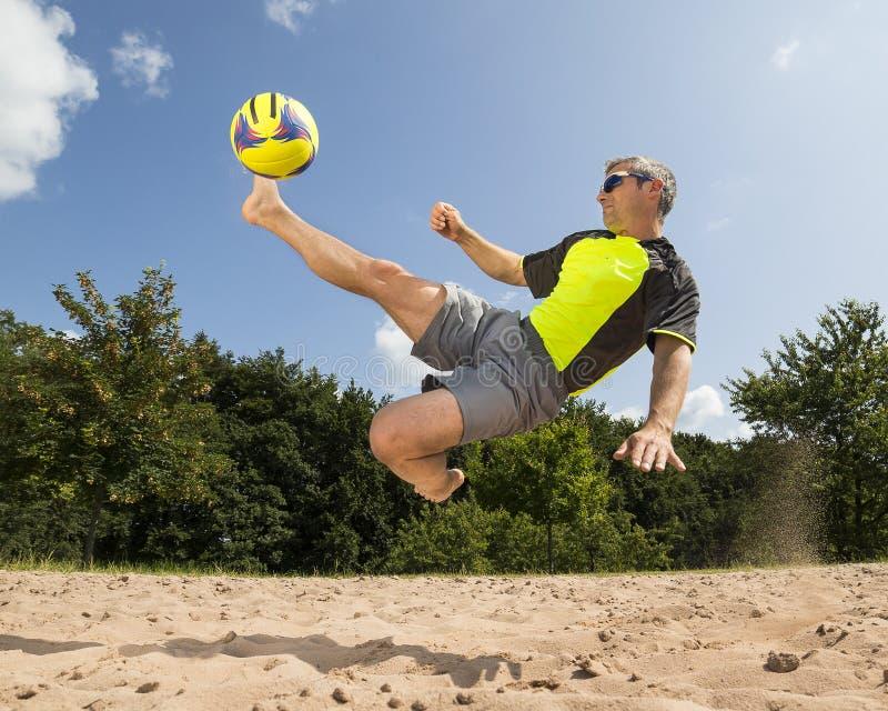 Αθλητής στο beachsoccer στοκ φωτογραφία με δικαίωμα ελεύθερης χρήσης