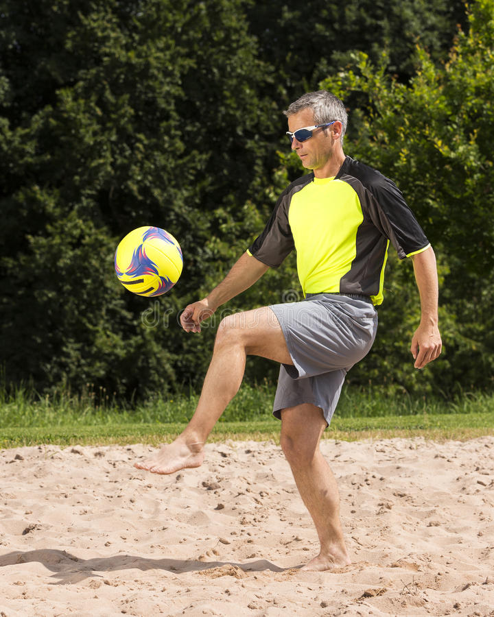 Αθλητής στο beachsoccer στοκ εικόνες με δικαίωμα ελεύθερης χρήσης