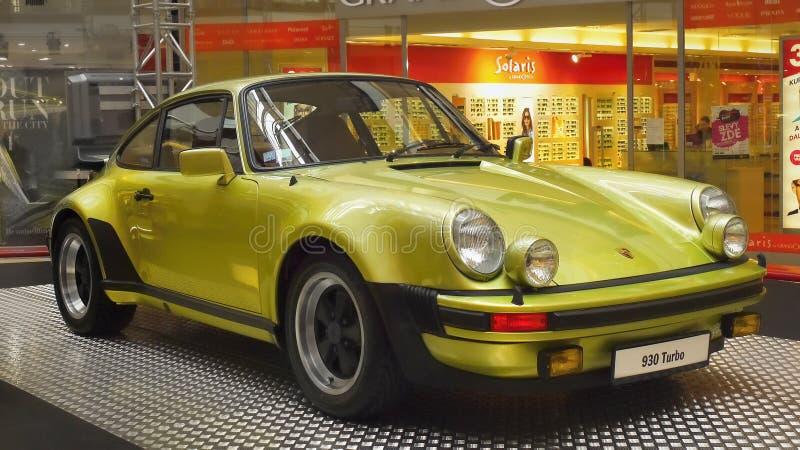 Αθλητικά αυτοκίνητα, οχήματα της Porsche, ρόδες μυών στοκ εικόνες με δικαίωμα ελεύθερης χρήσης