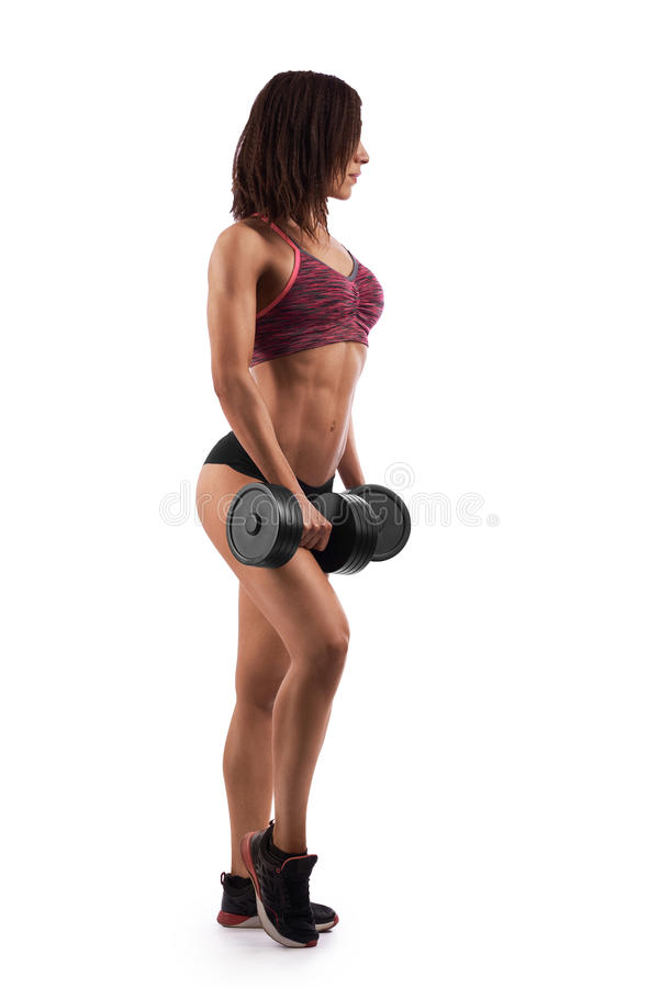 Αθλητική γυναίκα που επιλύει με τους αλτήρες στοκ εικόνα